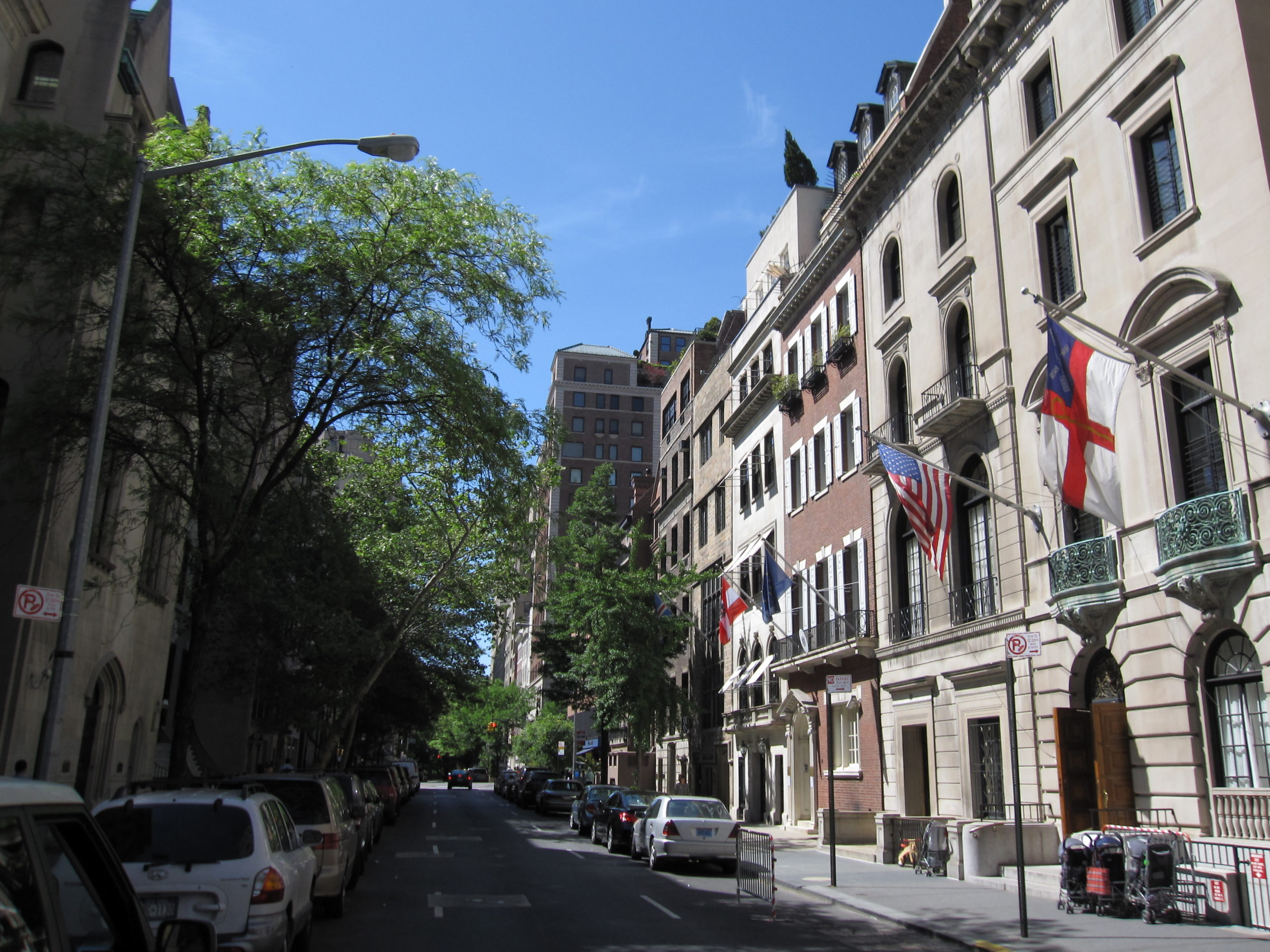 舞台はマンハッタンの高級住宅街アッパー・イースト・サイド