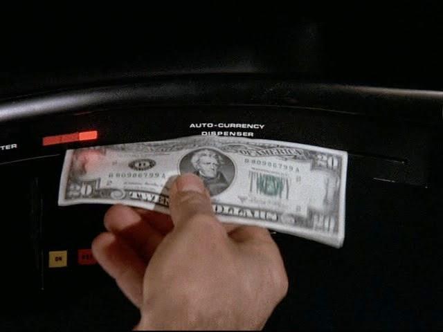 キットは現金を所持していてたまに貸してくれる