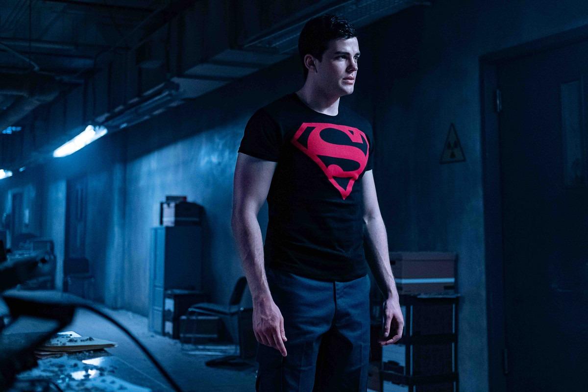 スーパーボーイが登場