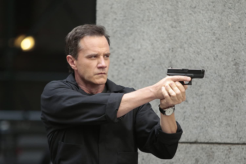 FBI知能犯専門チームリーダーのピーター・バーク